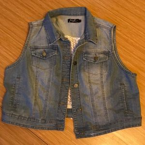 Sweet denim and lace vest by Earl jeans size XL.